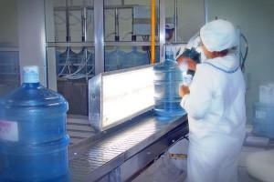 Fiscalização de lacre e rotulagem do garrafão da água mineral Lucema.