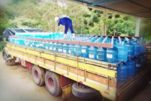 Expedição - sa´da da água mineral Lucema para os caminhões de distribuição.