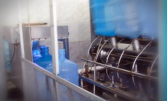 Lavagem de garrafões - Água Mineral Lucema