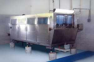 Máquina de lavagem de garrafões - Água Mineral Lucema