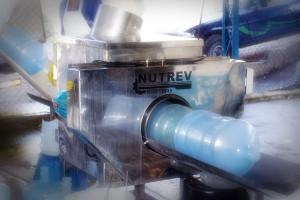Pré-lavagem de garrafões - Água Mineral Lucema