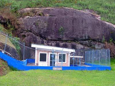 Pedra e nascente da água mineral Lucema